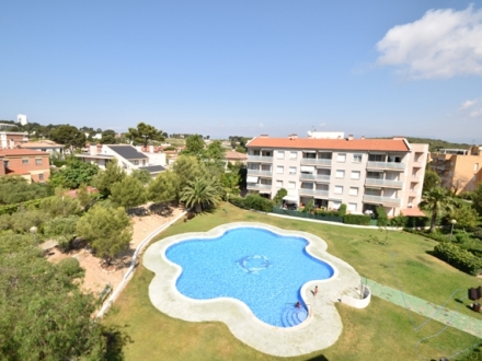 APARTMENT FOR SALE IN EXCLUSIVE RESIDENTIAL SALOU CLUB